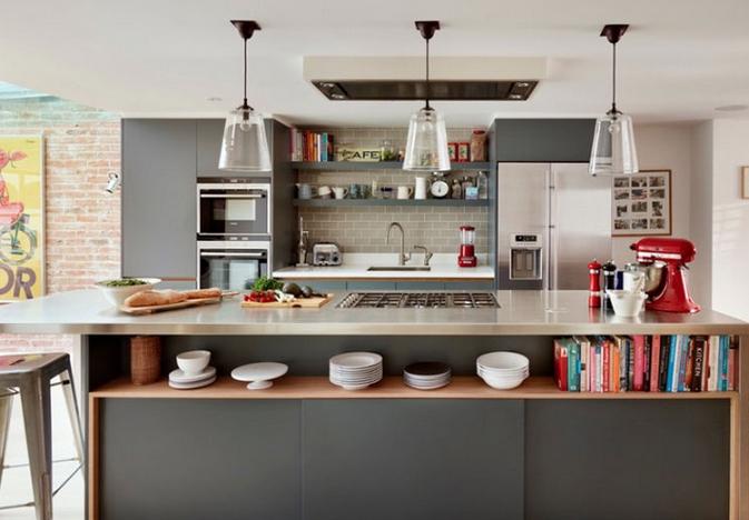 Κουζίνα με ράφια για αποθήκευση