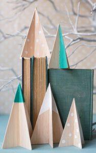 ξύλινα ζωγραφισμένα δέντρα