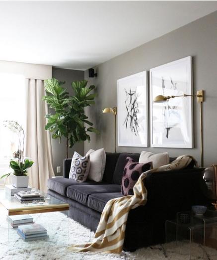 Γκρι καναπές σε σαλόνι