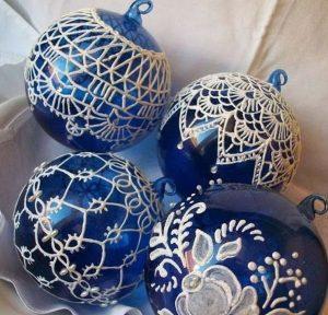 χριστουγεννιάτικες μπάλες με μοτίβο