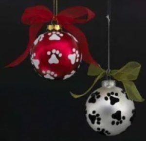 χριστουγεννιάτικες μπάλες με πατουσάκια σκύλου