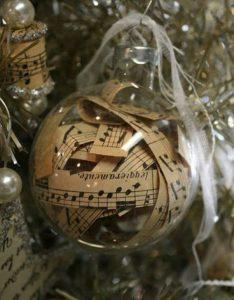 χριστουγεννιάτικη μπάλα με παρτιτούρες