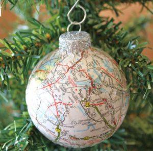 χριστουγεννιάτικη μπάλα με χάρτη