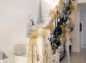 χρυσή χριστουγεννιάτικη διακόσμηση σπιτιού