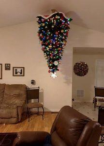 ανάποδο χριστουγεννιάτικο δέντρο ταβάνι