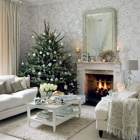 Άσπρος χριστουγεννιάτικός στολισμός: άσπρες μπάλες