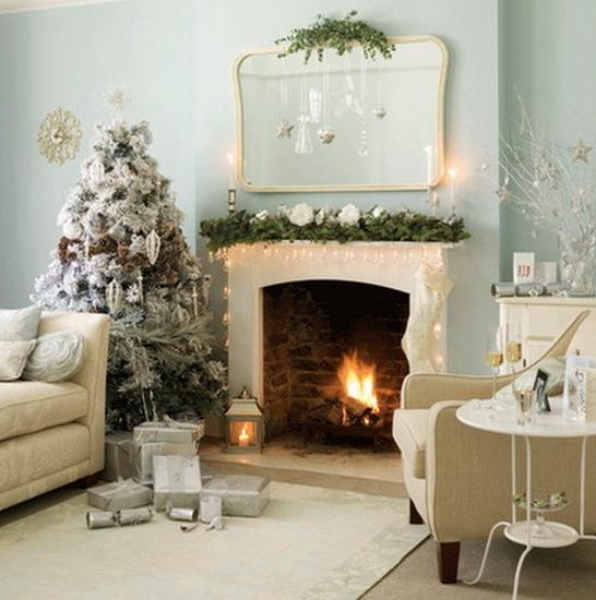 Άσπρος χριστουγεννιάτικός στολισμός: Δέντρο με άσπρες μπάλες