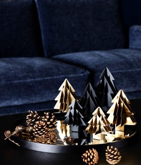 συνδυασμός έντονων και σκούρων χρωμάτων για τη χριστουγεννιάτικη διακόσμηση (χρυσό-σκούρο μπλε)