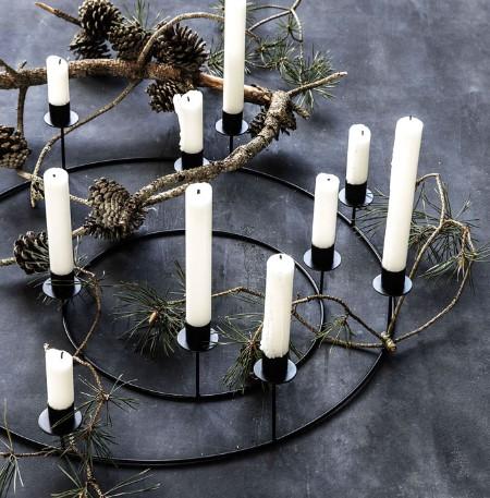 diy σύνθεση με κεριά, κλαδιά και κουκουνάρια