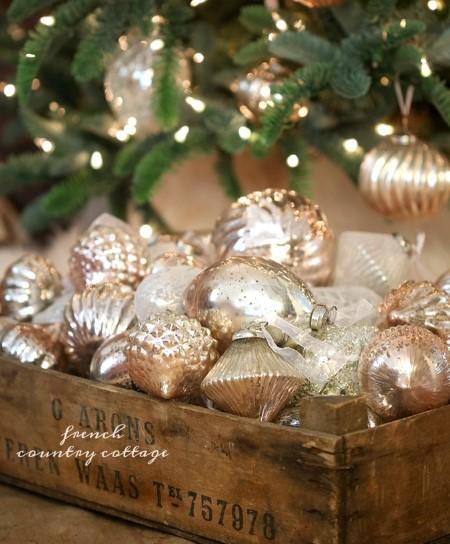 γυάλινα χρυσά χριστουγεννιάτικα στολίδια