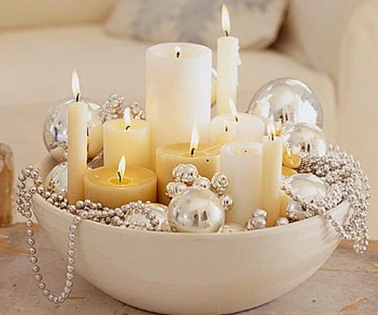 άσπρο χριστουγεννιάτικο στολισμό: Κεριά μέσα σε μπολ