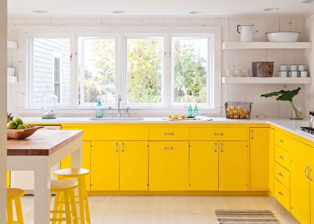 συνδυασμοί χρωμάτων για την κουζίνα: κίτρινη και άσπρη κουζίνα