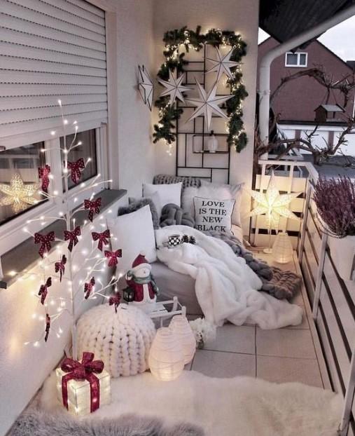 χριστουγεννιάτικη βεράντα γούνινα υφάσματα χάρτινα αστέρια
