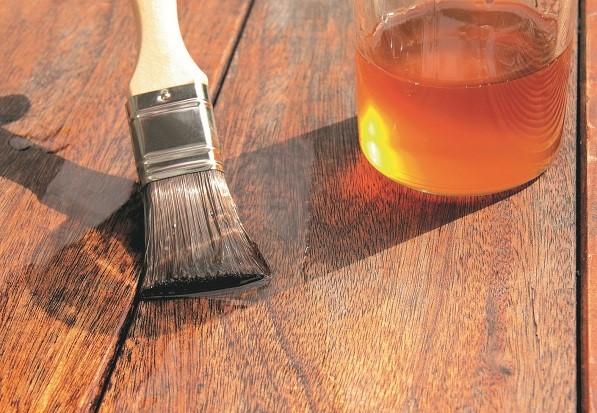πινέλο βερνίκι αστάρι ξύλινο έπιπλο