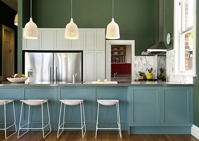Μπλε άσπρη πράσινη κουζίνα