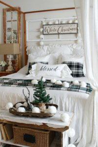 χριστουγεννιάτικη διακόσμηση υπνοδωματίου άσπρα διακοσμητικά