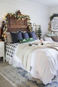 χριστουγεννιάτικη διακόσμηση υπνοδωματίου με κλαδιά