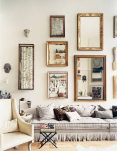 καθρέφτες στον τοίχο