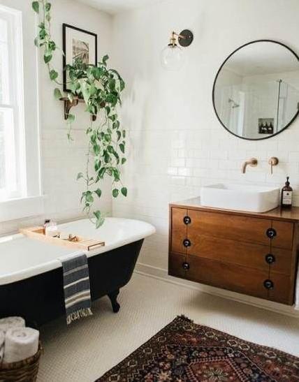 μαύρη μπανιέρα γλάστρα σε ράφι μπάνιο Feng Shui