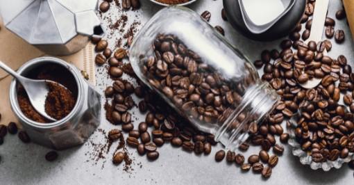 μούλιασε τη σχάρα της ψησταριάς σε λίγο νερό με καφέ