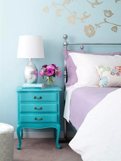 γαλάζιο κομοδίνο κρεβάτι υπνοδωμάτιο