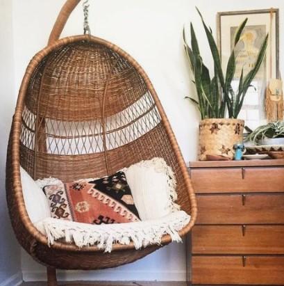 ψάθινη κουνιστή καρέκλα