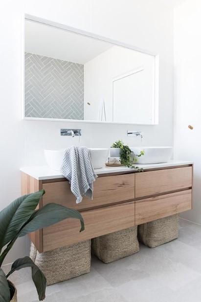 μπάνιο μεγάλος οριζόντιος καθρέπτης