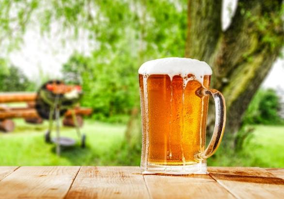 χρησιμοποίησε μπύρα για να καθαρίσεις ευκολότερα τη σχάρα της ψησταριάς