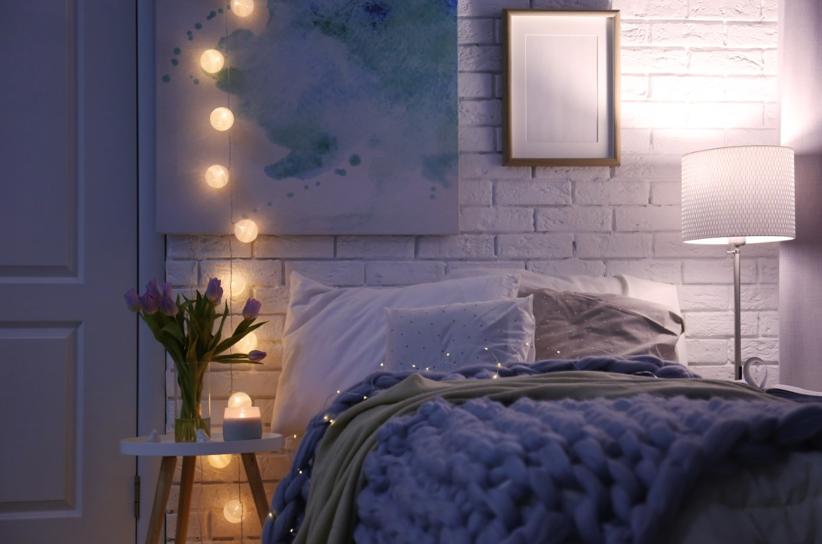 Συμβουλές για όμορφη κρεβατοκάμαρα. φτιάχνωντας τον φωτισμό