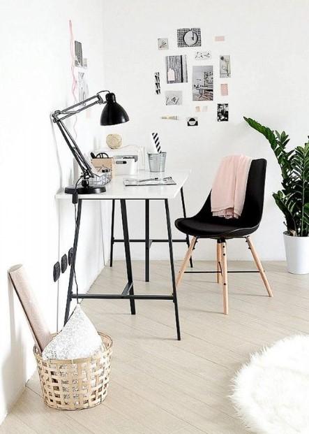 γραφείο μαύρη καρέκλα μαύρη λάμπα