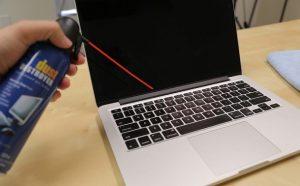 καθάρισμα laptop με πιεστικό