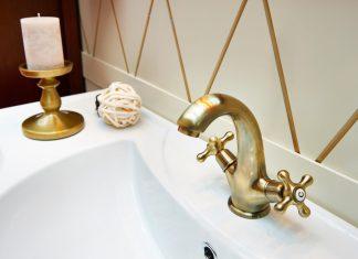 Φυσικά καθαριστικά για το σπίτι για τις βρύσες στο μπάνιο, και πόμολα πόρτας