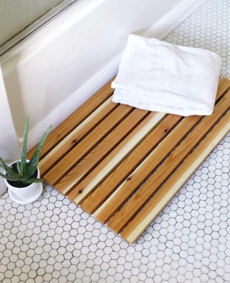 ξύλινο πατάκι μπάνιου
