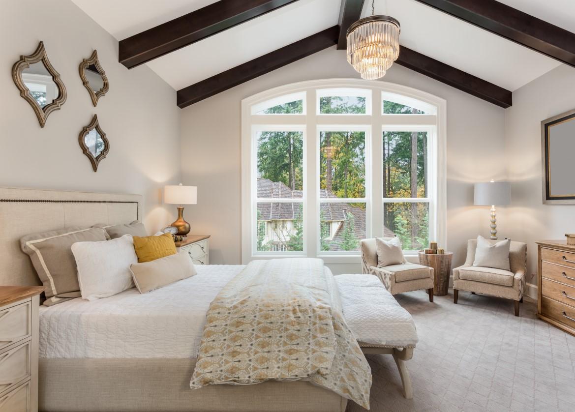 Συμβουλές για όμορφη κρεβατοκάμαρα, οροφή πολυέλαιος, μοτίβα στην οροφη, αποχρώσεις