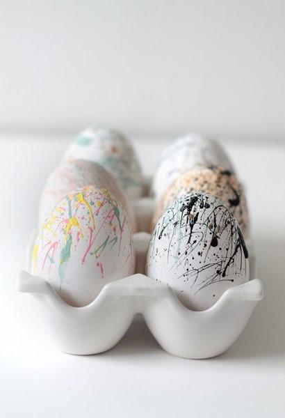 άσπρα πασχαλινά αυγά χρωματιστές μπογιές