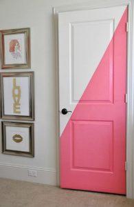 άσπρη ροζ πόρτα