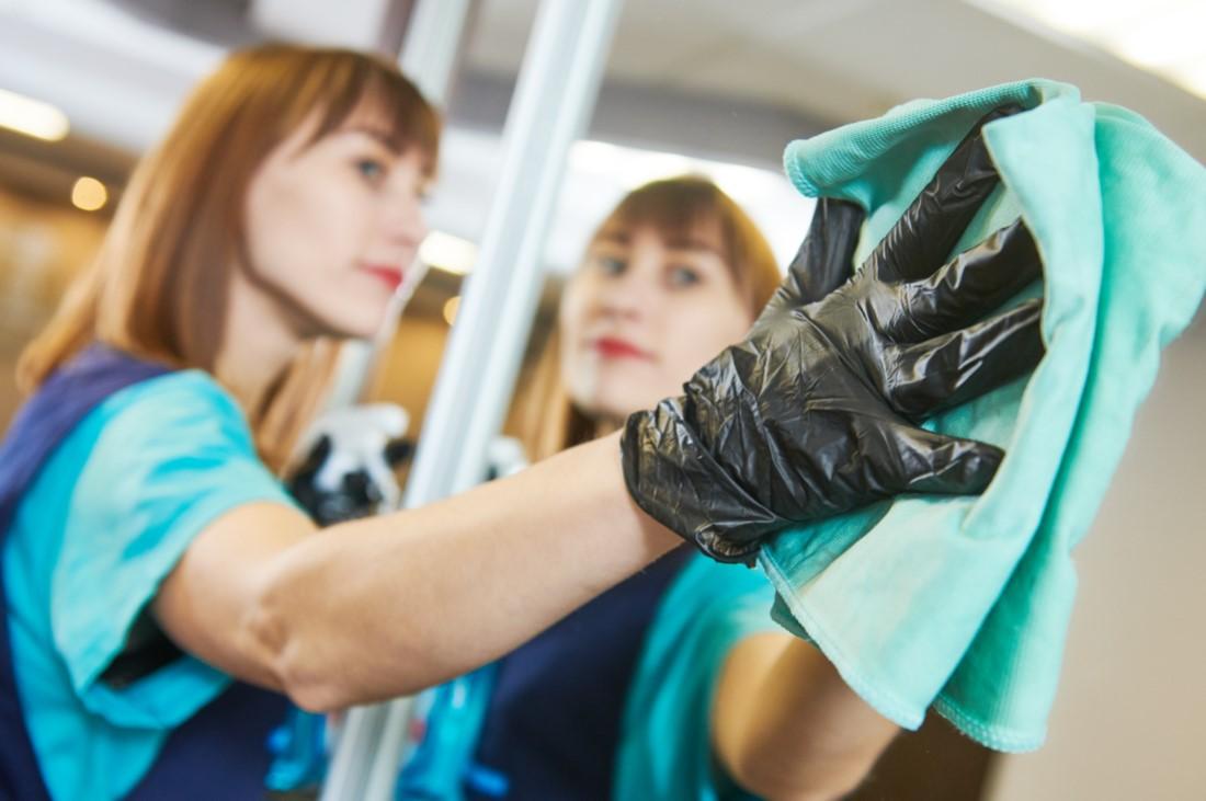 Γιατί πρέπει να καθαρίζεις μια φορά την εβδομάδα τους καθρέφτες στο σπίτι