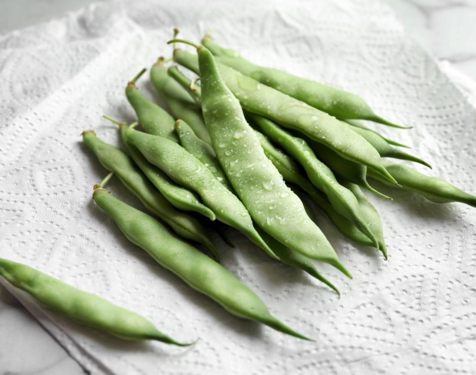 Αποθήκευση και διατηρηση λαχανικών τυλιγμένα σε χαρτοπετσέτα για να μην χαλούν γρήγορα