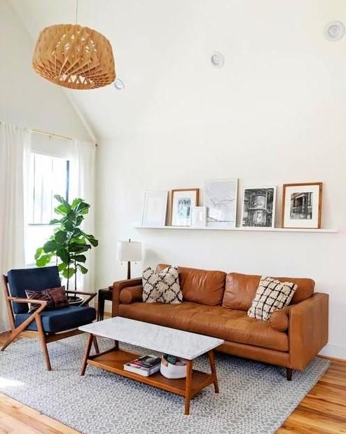 φωτεινό σαλόνι καφέ καναπές μπλε πολυθρόνα