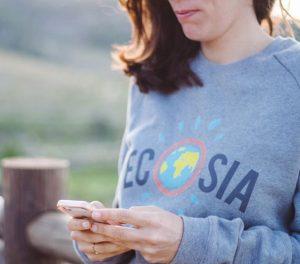 γυναίκα από την οργάνωση ecosia