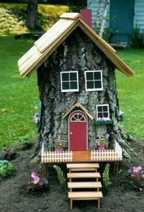 ξύλινες κατασκευές κήπου από κορμούς δέντρων