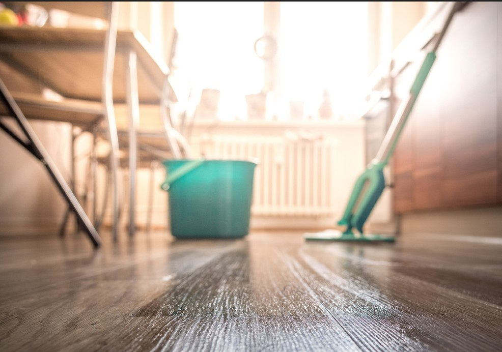 Καθαριότητα στη κουζίνα από υπολείματα φαγητού