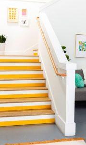 κίτρινα σκαλιά