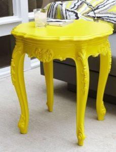 κίτρινο σκαμπό
