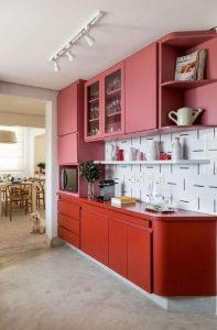 κόκκινη ροζ κουζίνα