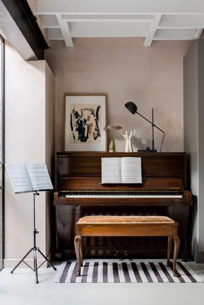 ξύλινο πιάνο στο σπίτι