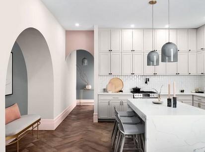 λευκο ροζ τοιχος κουζινα
