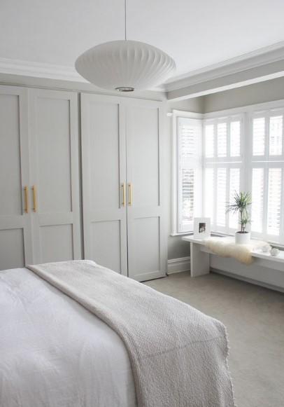 άσπρο γκρι μίνιμαλ υπνοδωμάτιο