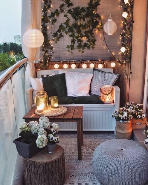 μπαλκόνι καναπές φώτα τάσεις διακόσμησης καλοκαίρι