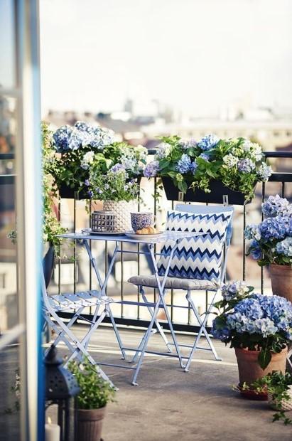 μπαλκόνι ζαρντινιέρες λουλούδια ανανεώσεις βεράντα